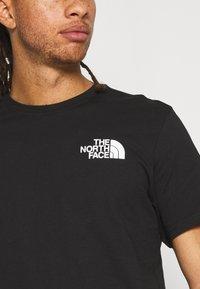 The North Face - IC CLIMB GRAPHIC TEE - Triko spotiskem - black - 4