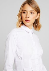 4th & Reckless - LESTER PLEATED SHIRT - Button-down blouse - white - 3