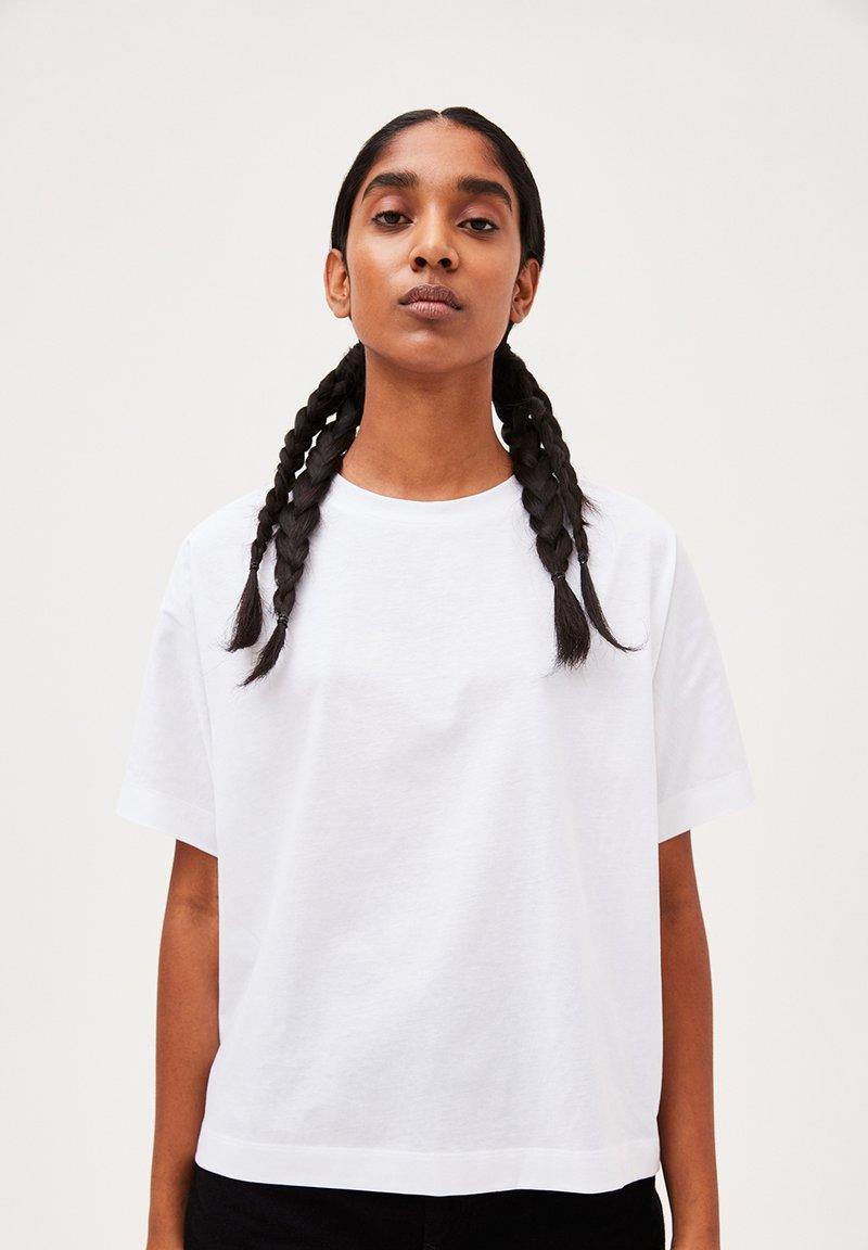 ARMEDANGELS - KAJAA - Basic T-shirt - white