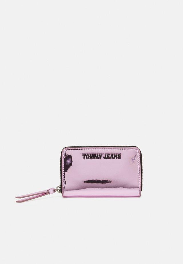 WALLET - Plånbok - pink