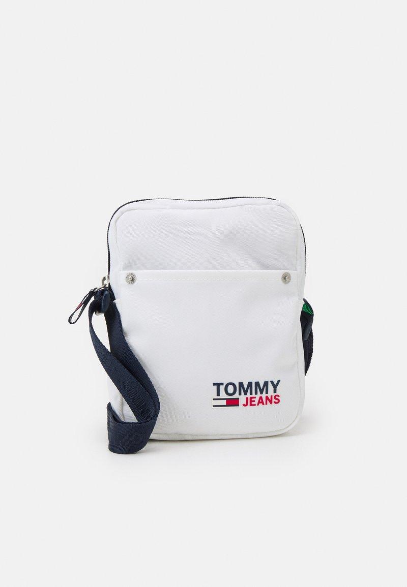 Tommy Jeans - CAMPUS REPORTER UNISEX - Bandolera - white