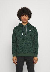 Nike Sportswear - CLUB HOODIE - Sweatshirt - galactic jade - 0