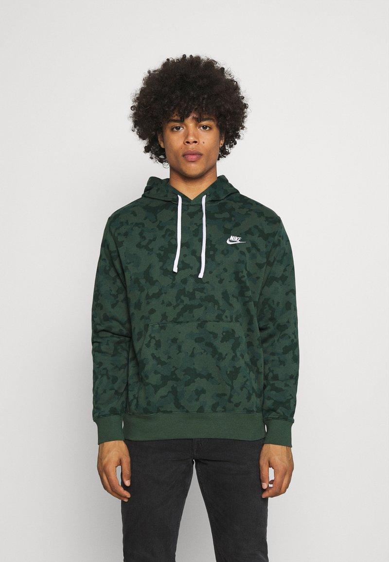 Nike Sportswear - CLUB HOODIE - Sweatshirt - galactic jade