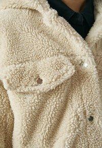 PULL&BEAR - Zimní bunda - beige - 5