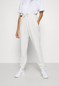 Missguided - OVERSIZED JOGGER - Tracksuit bottoms - cream - 0