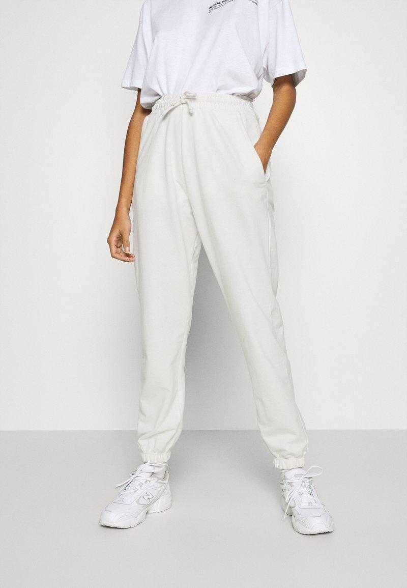 Missguided - OVERSIZED JOGGER - Tracksuit bottoms - cream