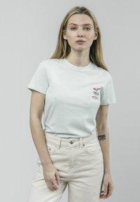 Brava Fabrics - KOINOBORI KITE - Print T-shirt - green - 0