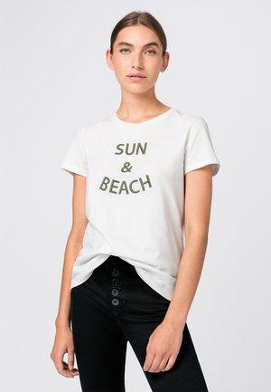 MIT STICKEREI - Print T-shirt - salie