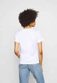 Guess - ICON  - T-shirt imprimé - true white - 2