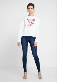 Guess - BASIC ICON  - Sweatshirt - true white - 1