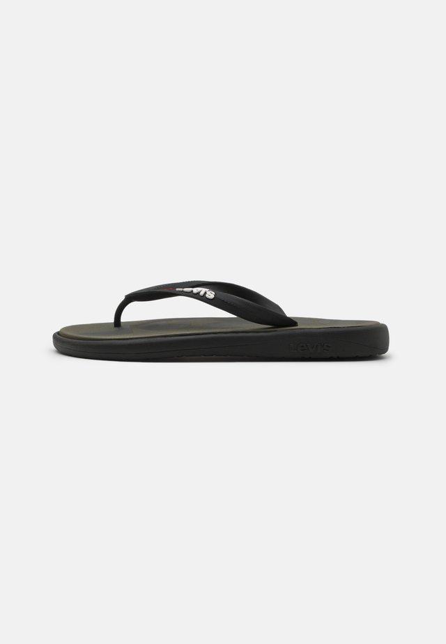 DELAMAR  - Pool shoes - dark khaki