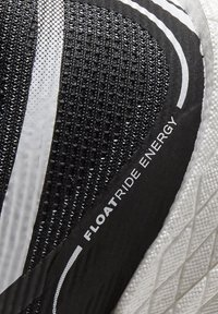 Reebok - FLOATRIDE ENERGY 3.0 - Stabiliteit hardloopschoenen - black - 10