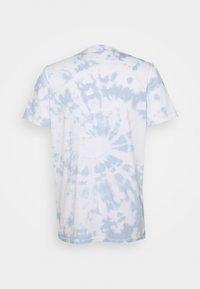 Hollister Co. - Triko spotiskem - white spiral wash - 1