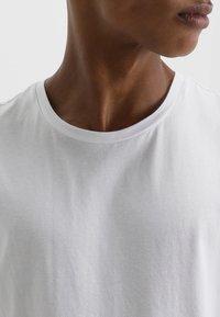 YOURTURN - Print T-shirt - bright white - 4