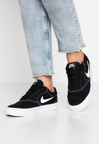 Nike SB - CHARGE - Baskets basses - black/white - 0