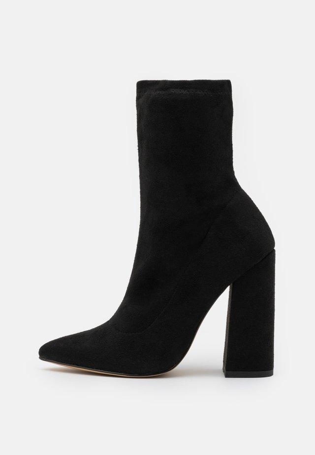 FLARED HEEL SOCK BOOT - Korte laarzen - black