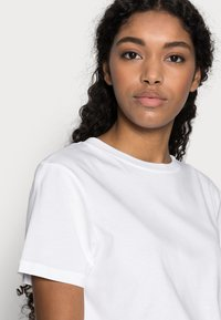 Selected Femme Petite - SLFMY PERFECT TEE BOX - Jednoduché triko - bright white - 3
