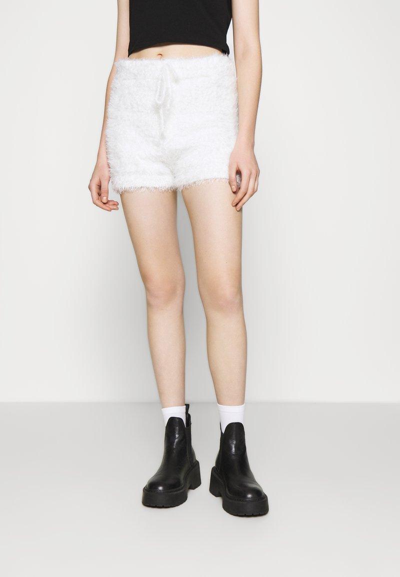 Miss Selfridge - EYELASH KNIT SHORT - Shorts - cream