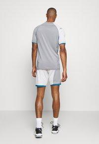 Hummel - HMLINVICTA GAME SHORTS - Sports shorts - gray violet/sharkskin - 2