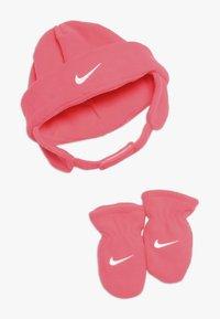 Nike Sportswear - BABY SET - Čepice - racer pink - 0