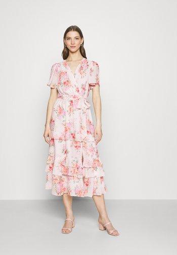 SUSANNA RUFFLE TIERED MIDI DRESS - Robe d'été - blush spring