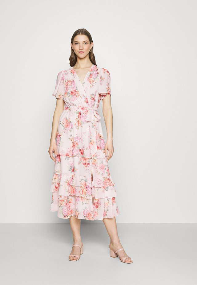 SUSANNA RUFFLE TIERED MIDI DRESS - Denní šaty - blush spring