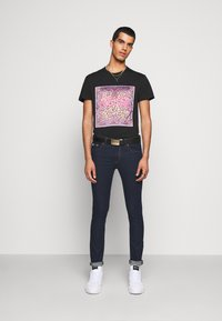 Versace Jeans Couture - DENIM RINSE - Jeansy Slim Fit - indigo - 1