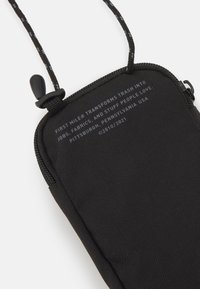 Puma - FIRST MILE NECK WALLET UNISEX - Andre accessories - black - 4
