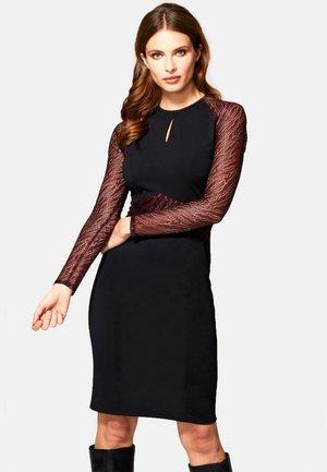 KEYHOLE - Shift dress - black and burgundy animal net