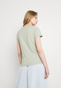 Levi's® - THE PERFECT TEE - T-shirt con stampa - desert sage - 2