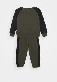 Nike Sportswear - OVERSIZED FUTURA CREW BABY SET - Trainingspak - cargo khaki - 1