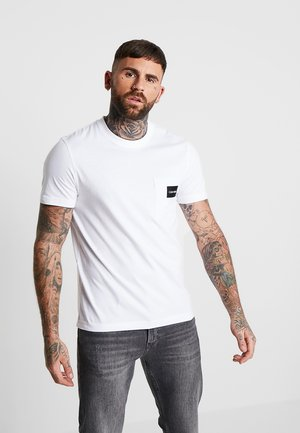 CONTRAST POCKET  - T-shirt med print - white