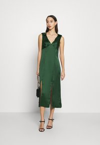 Chi Chi London - PAOLA DRESS - Cocktail dress / Party dress - green - 1