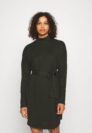 NMCITY AVA SHORT DRESS - Gebreide jurk - rosin