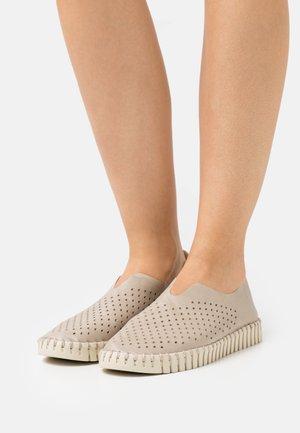 TULIP - Nazouvací boty - sand pile