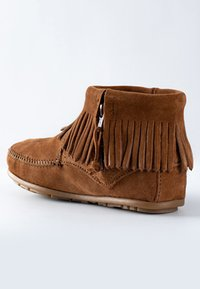 Minnetonka - CONCHO FEATHER - Classic ankle boots - cognac - 3