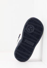 Puma - STEPFLEEX 2 UNISEX - Zapatillas de entrenamiento - peacoat/white/flame scarlet - 5