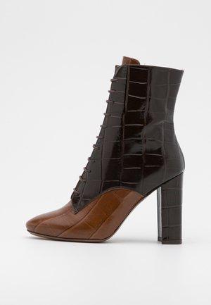ZIP BOOT - High heeled ankle boots - cognac/dark brown