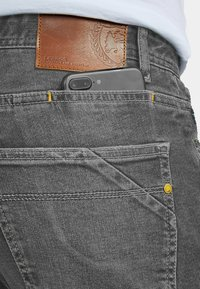 LERROS - JAN - Relaxed fit jeans - soft grey - 3