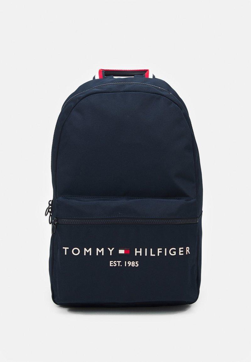 Tommy Hilfiger - ESTABLISHED BACKPACK - Rugzak - desert sky