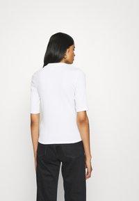 Monki - SABRINA - Basic T-shirt - white - 2