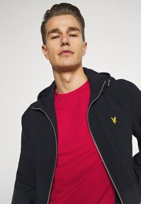 Lyle & Scott - PLAIN - Basic T-shirt - gala red - 3