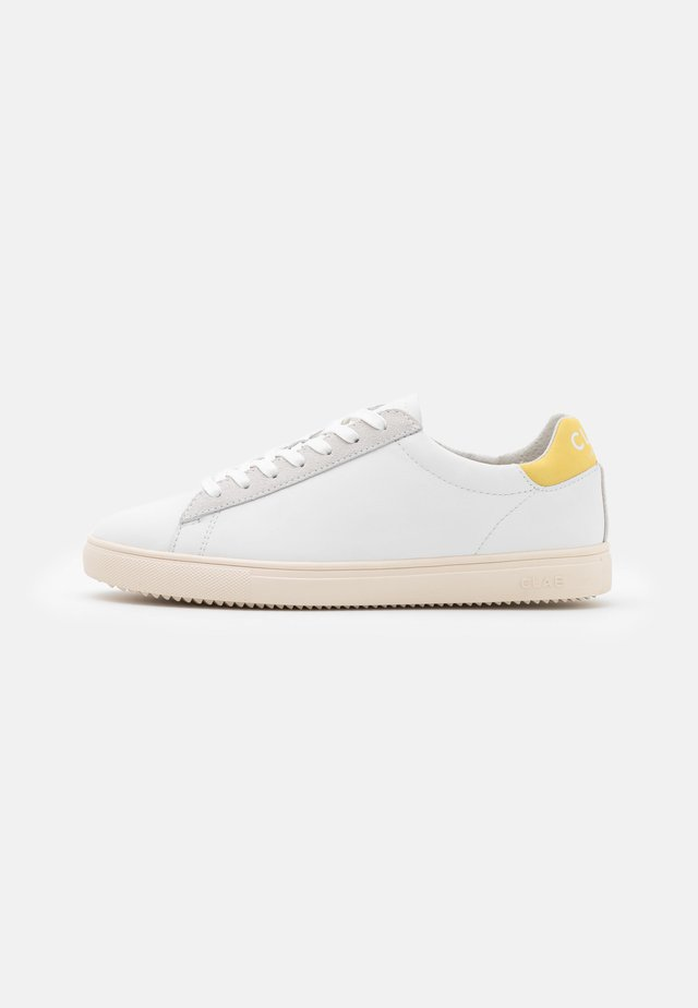 BRADLEY - Sneakers - white/pale banana