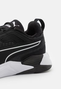 Puma - DISPERSE XT - Zapatillas de entrenamiento - black/white - 5