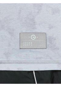Jack & Jones - Print T-shirt - alloy - 6