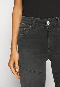 ONLY - ONLBLUSH CUT LIFE - Jeans Skinny Fit - dark grey denim - 3