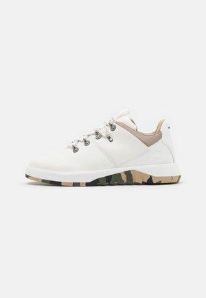 SUPAWAY FABRIC OX - Sneakers - white