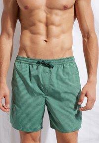 Calzedonia - Swimming shorts - river green - 0
