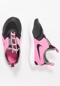 Nike Performance - FLEX RUNNER - Hardloopschoenen neutraal - black/pink glow/smoke grey - 0