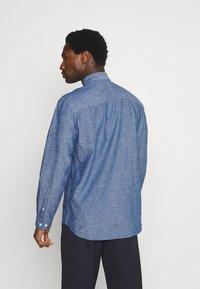 Selected Homme - SLHREGNEW SHIRT - Skjorta - medium blue denim - 2